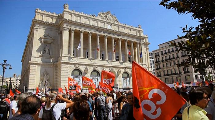 Manifestation devant la chambre de commerce de Marseille